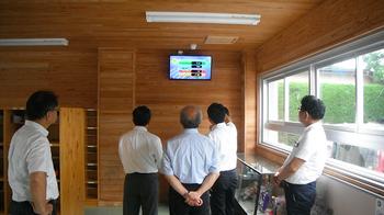 280719 市長・ガス2社と学校屋上設置視察1725.jpg